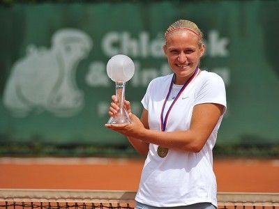 The winner of the Pardubice Junior Tennis Tournament 2017 Girls -  Johana Marková and the crystal trophy Merry Crystals